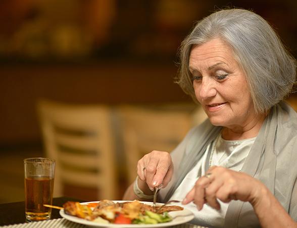Woman eating_HDM_LR