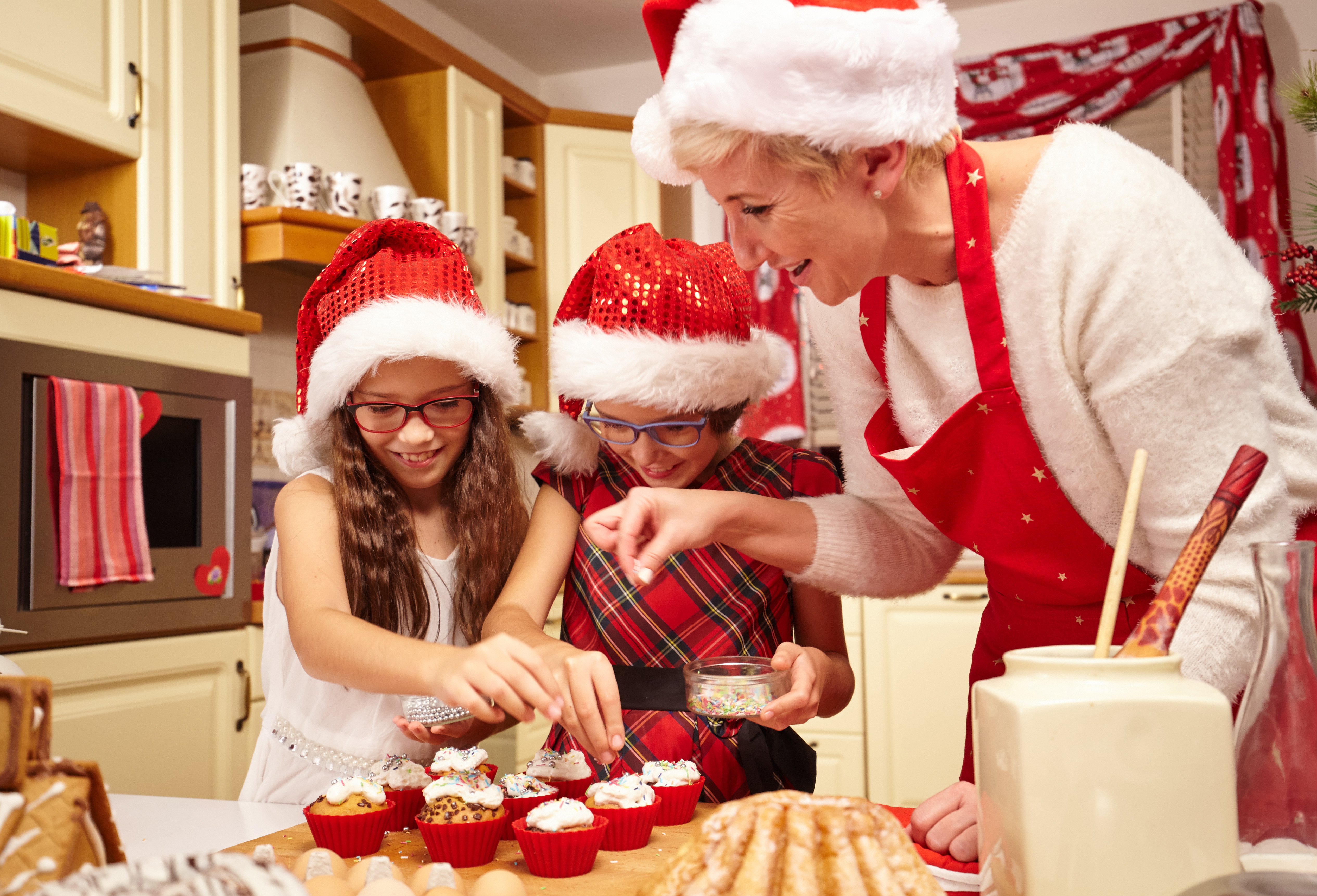 traditions- grandma and grandkids baking_347864039.jpg